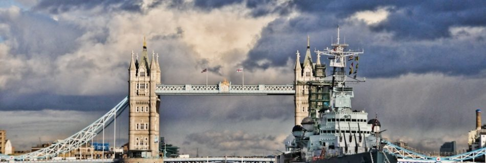 London bridge, England - Travel Photography by Lola Akinmade Åkerström