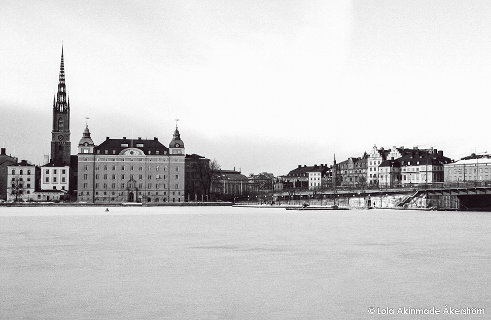Black and White photo of Gamla Stan, Stockholm, Sweden - Photography by Lola Akinmade Åkerström