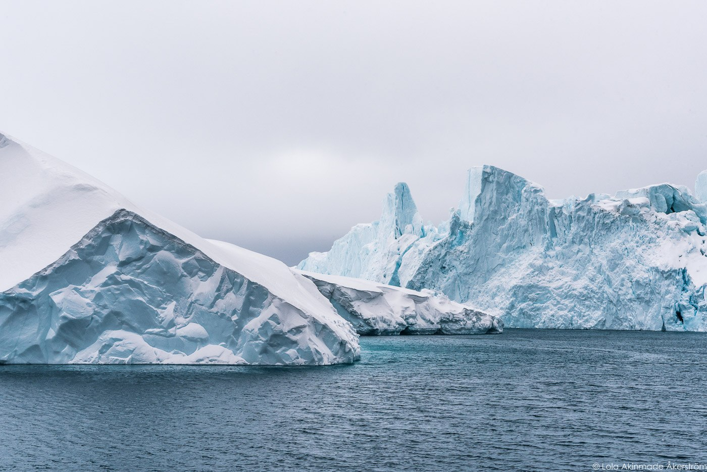Sailing with icebergs in Greenland - Photo by Lola Akinmade Åkerström